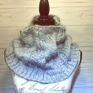 Chunky Cable Knit Collar Scarf Gray & Metallic